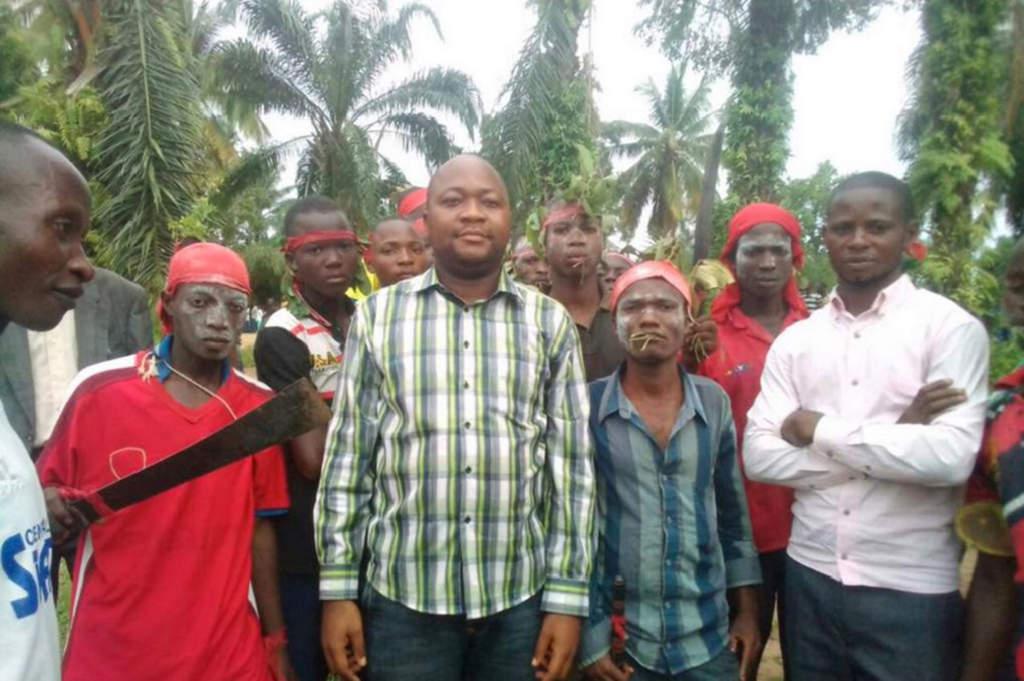 """Kamuina Nsapu Mobutu Joseph, medlem i familjen som gett namn åt milisen: """"Kamuina Nsapu skär inte huvudet av folk. Mördarna är tjuvar som har infiltrerat rörelsen."""" foto: BILD FRÅN ZAIDA CATALÁNS MOBILTELEFON"""
